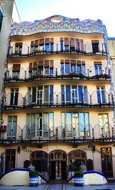 Gaudi - Casa Batllo, fachada posterior. Barcelona