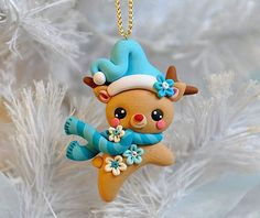 Rena Enfeite de Natal Biscuit 5cm Polymer Clay Owl, Polymer Clay Ornaments, Polymer Clay Projects, Christmas Card Crafts, Noel Christmas, Holiday Crafts, Christmas Ornaments, Clay Bear, Polymer Clay Christmas