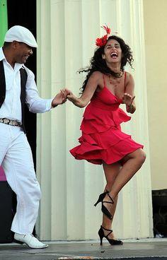 SALSA FESTIVAL Zürich dieses WOCHENENDE! Einfach tanzen!... - Salsa tanzen? www.dancepartner.ch! Zürich, Bern, Basel, Luzern, Zug, St. Gallen, Chur, Lausanne, Biel, Genf, Lugano und tanzen Sie schweizweit Los! Hier findest du alle Tanzstile wie Tango, Salsa, Bachata, Zouk, Latin, Standard, West Coast Swing, Lindy Hop und noch viele mehr... starte dein persönliches Tanzerlebnis mit deinem neuen Tanzpartner - jetzt kostenlos anmelden!