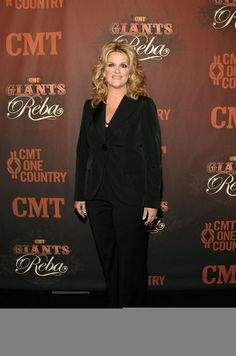 Trisha Yearwood Photos - Singer Trisha Yearwood arrives at the Country Music Television's CMT Giants honoring Reba McEntire at the Kodak Theatre on October 2006 in Hollywood, California. Country Music Stars, Country Music Singers, Country Music Television, In Hollywood, Hollywood California, Entertainer Of The Year, Reba Mcentire, Trisha Yearwood