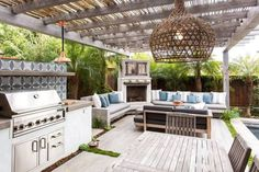 31 Relaxing Outdoor Kitchen Ideas for Happy Cooking & Lively Party This modern house has an outdoor entertaining area with a wood and steel pergola, a fireplace and lounge area, as well as an outdoor kitchen with a bbq and dining table Outdoor Pergola, Outdoor Rooms, Outdoor Dining, Pergola Kits, Modern Pergola, Backyard Pergola, Outdoor Patios, Pergola Roof, Pergola Lighting
