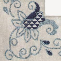 Web Artesã: Forro de bandeja ou caminho de mesa em ponto livre azul