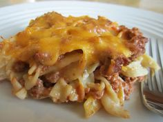 beffy sour cream noodle bake~1 1/4 lb ground beef 1 (15oz) can tomato sauce 1/2 tsp salt 1/4 tsp pepper 8 oz egg noodles 3/4 c sour cream 1 1/4 c small curd cottage cheese 2 c sharp cheddar cheese, grated