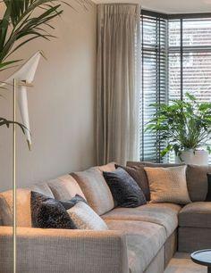 Design Villa | Luxe Interieurs | Villa Bouwen | HOOG.design Blinds And Curtains Living Room, Home Curtains, Formal Living Rooms, Home Living Room, Living Room Decor, Taupe Walls, Modern Villa Design, Interior Windows, Room Setup