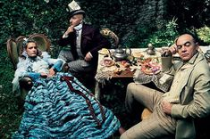 "Alice In Wonderland "" fashion editorial shot obviously by photographer superstar Annie Leibovitz with model Natalia Vodianova for Vogue U. Annie Leibovitz Photos, Annie Leibovitz Photography, Party Fashion, Fashion Shoot, Editorial Fashion, Natalia Vodianova, Online Fashion Magazines, Fashion Books, Celine"