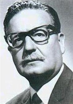 Hoy, a 41 años del Golpe Militar que oscureció la historia de Chile, rindo homenaje a un gran hombre y político: Salvador Allende. Tu sueño sigue vivo!