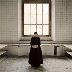 Marina Abramovic 'holding milk' (the kitchen series), 2009 still from video (color, sound), 12:34 min © 2010 marina abramović