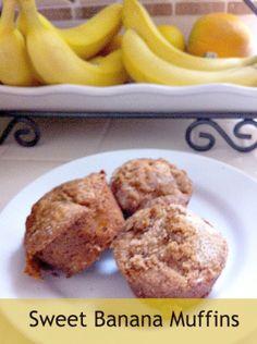 Sweet Banana Muffins - my favorite banana muffin recipe ever! Banana Bread Recipes, Muffin Recipes, Breakfast Recipes, Dessert Recipes, Desserts, Yummy Treats, Yummy Food, Tasty Snacks, Banana Bread Cookies