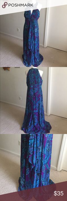 """Beautiful Crochet dress In good condition, the tip of the back zipper broke but still works just fine ( please the zip picture). Waist 36"""". Length 59"""" cachet Dresses"""