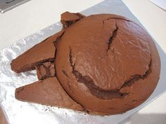 Millenium Falcon cake construction #starwarsparty