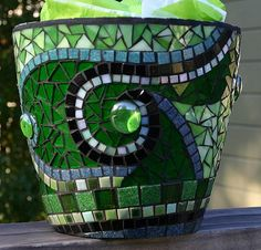 Mosaic Pot, via Flickr. gosh this is beautiful and so doable!