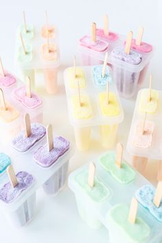 A Summer Dreamsicle Party! A Summer Dreamsicle Party from Studio DIY // Wouldn't these popsicles be perfect to make for a colorful first birthday party in the summer? Soft Colors, Pastel Colors, Colours, Soft Pastels, Imagenes Color Pastel, Pastell Party, Popsicle Party, Mantecaditos, Pastel Cupcakes