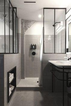 Magnifique salle de bain avec verrière  http://www.homelisty.com/idees-originales-salle-de-bains/