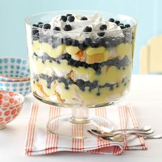 Need trifle recipes? Get great tasting desserts with trifle recipes. Taste of Home has lots of delicious recipes for trifles including chocolate trifles, strawberry trifles, and more trifle recipes and ideas. No Bake Summer Desserts, Trifle Desserts, Köstliche Desserts, Lemon Desserts, Delicious Desserts, Dessert Recipes, Trifle Bowl Recipes, Cheesecake Trifle, Brownie Trifle