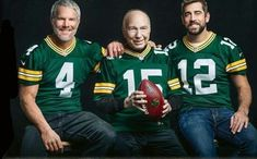 QB Pack - Packers Quarterbacks Brett Favre, the late Bart Starr & Aaron Rodgers Packers Funny, Packers Baby, Go Packers, Packers Football, Football Memes, Manning Football, Packers Memes, Peyton Manning, Football Players