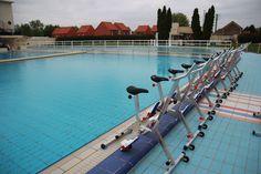 Aquabiking à la piscine Art Déco de Bruay Labuissière. Excellente séance sous le soleil.