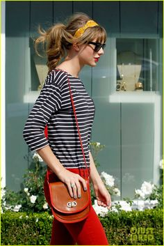 Fresh look for spring. Love the red trim on the bag!