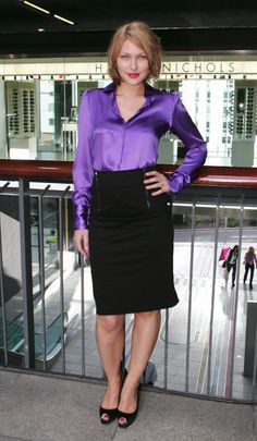 Black Pencil Skirt Purple Satin Blouse and Black High Heels Purple Satin, Blouse And Skirt, Blouse Dress, Satin Skirt, Satin Dresses, Sexy Bluse, Bluse Outfit, Sexy Rock, Outfits