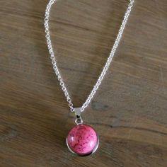 Ketting met hanger, roze steen