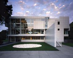 Modern House Design : Rachofsky Residence Richard Meier via onreact Chinese Architecture, Architecture Office, Futuristic Architecture, Residential Architecture, Amazing Architecture, Office Buildings, Villa Design, Modern House Design, Modern Houses