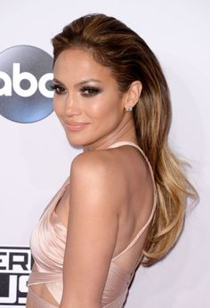 Jennifer Lopez at the 2014 American Music Awards. http://beautyeditor.ca/2015/03/06/hair-colour-for-your-skin-tone