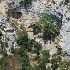 l'hermitage situé dans les gorges de Galamus, plus facile d'accès que ce que l'on pense en le voyant. bon vendredi