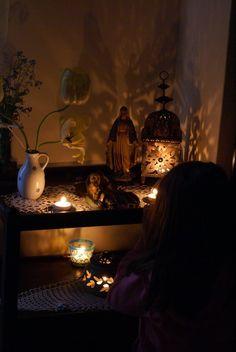 Ideas for creating sacred space/altar in your home.for meditation Meditation Altar, Meditation Rooms, Catholic Altar, Prayer Corner, Religion, Home Altar, Prayer Room, New Energy, Yoga