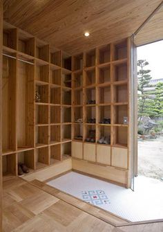 Shelf Pod: House of Storage in Japan — Dezeen Japanese Home Design, Japanese Home Decor, Asian Home Decor, Japanese Interior, Japanese Style, Traditional Japanese House, Japan Design, Style At Home, House Entrance