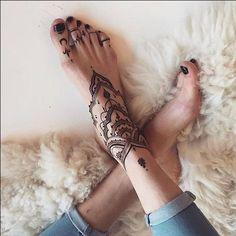 ideas tattoo foot bracelet henna designs for 2019 Henna Tattoo Foot, Henna Tattoo Designs, Foot Tattoos, Hand Henna, Body Art Tattoos, New Tattoos, Small Tattoos, Sleeve Tattoos, Anklet Tattoos