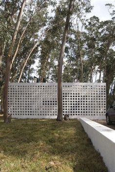Gallery of La Pedrera Block House / gualano + gualano: arquitectos - 1 Concrete Houses, Concrete Blocks, Block House, Compound Wall Design, La Pedrera, Architectural Materials, Side Deck, Wood Interior Design, Backyard