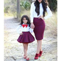 Mommy and baby girl matching outfits : super cute style. African Dresses For Kids, Kids Outfits Girls, Little Girl Dresses, Girl Outfits, Mother Daughter Matching Outfits, Mother Daughter Fashion, Mom Daughter, Mom And Baby Outfits, Baby Girl Fashion