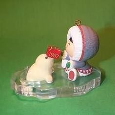 1987 Frosty Friends #8 - Seal With Gift Ornament