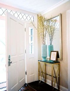 Small entrance foyer homes - home designs Hallway Decorating, Entryway Decor, Entryway Ideas, Decorating Ideas, Entryway Console, Decor Ideas, Style At Home, Halls Pequenos, Brass Console Table