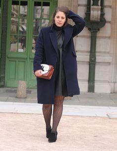 Sac @ZARA Robe @ZARA Collants @DIM Sous-pull @CAMAÏEU Chaussures @ANNAFIELD Manteau @H&M