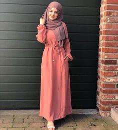 55 New ideas dress hijab simple elegant Modest Dresses, Trendy Dresses, Fashion Dresses, Muslim Women Fashion, Arab Fashion, Fashion Fashion, Fashion Jewelry, Hijab Look, Hijab Chic