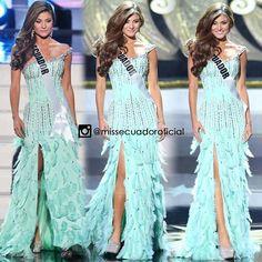 Recordando a Constanza Báez Miss Ecuador 2013 durante el desfile en traje de gala de Miss Universo 2013.