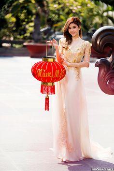 Trương Quỳnh  Anh diện áo dài cưới rạng ngời