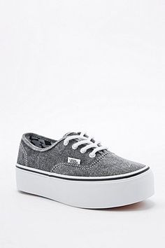 """Vans – Plateau-Sneaker """"Authentic"""" in Grau - Urban Outfitters"""