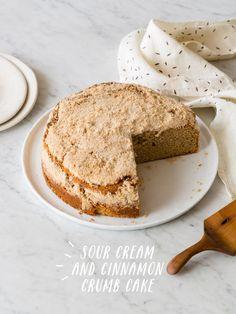 Sour Cream and Cinnamon Crumb Cake//
