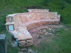 Adding a fire pit creates a stunning atmosphere in a setting. Here's a succesful project wherein a beautiful firepit was built right into a hillside. Sloped Yard, Sloped Backyard, Fire Pit Backyard, Backyard Patio, Fire Pit Landscaping, Hillside Landscaping, Landscaping Ideas, Build A Fireplace, Pergola Pictures