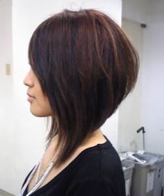 Wonderful Photographs Tremendous Short Angled Bob Haircuts for Women to Get A Trendy Look Concepts Who created the Bob hair? Bob has been leading the group of tendency hairstyles for decades. Angled Bob Haircuts, Inverted Bob Hairstyles, Haircuts For Fine Hair, Angled Haircut, Pixie Haircuts, Medium Hairstyles, Braided Hairstyles, Short Angled Bobs, Stacked Bobs