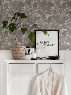 William Morris wallpaper in the lovely swedish home of Anna Kvarnström. William Morris Wallpaper, Morris Wallpapers, William Morris Tapet, Accent Wallpaper, Shared Rooms, Scandinavian Home, Decoration, Interior Inspiration, Sweet Home