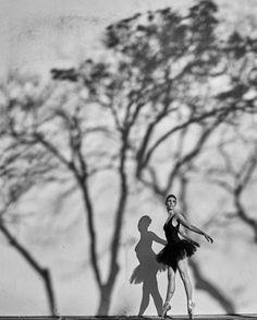 Força, garra, criatividade, beleza e leveza. Clique lindo de @stuckert da bailarina @raquelsalaro #ensaio #inspirações