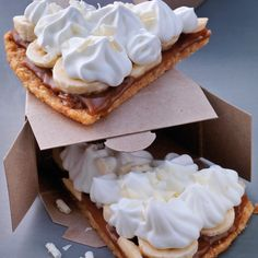Banoffee/how about graham crackers, Nutella, banana + whipped cream or creme fraiche or chantilly? Banoffee Pie, My Favorite Food, Favorite Recipes, Kinds Of Pie, Graham Crackers, Quick Easy Meals, Banana Bread, Sweet Treats, Dessert Recipes