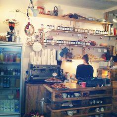 Taart en koffie bij De Laatste Kruimel