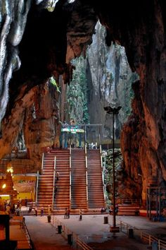 Batu Caves Temple near Kuala Lampur, Malaysia Brunei, Kuala Lumpur, Vacation Places, Places To Travel, Oh The Places You'll Go, Places To Visit, Beautiful World, Beautiful Places, Timor Oriental
