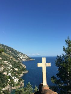 We spent a long weekend in Positano last week as the Festa della Repubblica holiday, which fell on Thursday, June meant the chance to take Friday off. Best Of Italy, Italy Travel Tips, Snapchat Stories, Positano, Amalfi Coast, Long Weekend, Seattle Skyline, Cemetery, How To Memorize Things