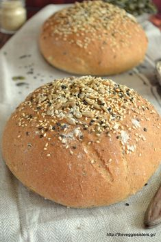 Ψωμί ολικής άλεσης - The Veggie Sisters Hamburger, Veggies, Cooking Recipes, Bread, Food, Food And Drinks, Vegetable Recipes, Vegetables, Chef Recipes