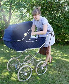 Våga barn - en guide i ekonomi - Barn & Mammaliv, Claras guider - UnderbaraClara Vintage Stroller, Vintage Pram, Baby F, Baby Love, Baby Trolley, Prams And Pushchairs, Baby Buggy, Pram Stroller, Baby Prams