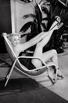 MARILYN MONROE, Los Angeles, California, 1949   - ELLE.com